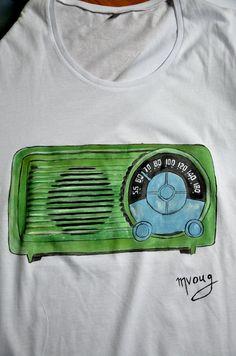 Hand Painted t-shirt Vintage radio mens xxl