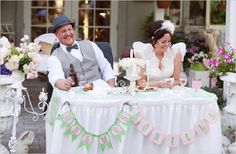 When celebrating a wedding with hundreds of happy guests, many brides and grooms find it difficult to steal a minute alone with their new spouse on that special day. While the bride and groom are commonly seated at an elevated head table with the entire bridal party, some newlyweds are opting to skip the big …