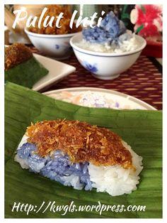 Glutinous Rice With Shredded Coconut - Pulut Inti (椰丝糯米糕) Malaysian Cuisine, Malaysian Food, Asian Snacks, Asian Desserts, Ube Recipes, Asian Recipes, Yummy Snacks, Yummy Food, Nyonya Food