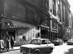 Az elvtársaknak is jár néha egy kis luxus Old Pictures, Old Photos, Budapest Hungary, Retro, Historical Photos, Arch, The Past, Marvel, History