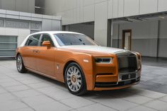 This Rolls-Royce Phantom EWB has a two-tone Tuscan Sun and English White exterior. Rolls Royce Phantom, Cadillac Eldorado, New Luxury Cars, Modern Luxury, Rolls Royce Cullinan, Rolls Royce Motor Cars, Benz Car, Classy Cars, Suv Cars