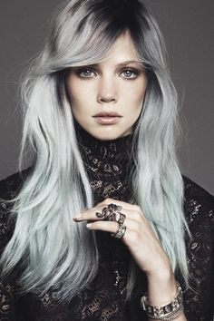 We're all for experimenting with hair colour and trends. but silver hair looks like something straight off the runway. Would you wear this colour or. Edgy Haircuts, Haircuts For Long Hair, Medium Haircuts, Granny Look, Granny Chic, Hair Styles 2014, Long Hair Styles, Blonde Grise, Hair Color Cream