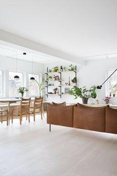 En familiebolig med fokus på smarte løsninger og helhetlig design. Terrazzo, String Lights, Interior And Exterior, House Design, Inspiration, Furniture, Instagram, Home Decor, Velvet
