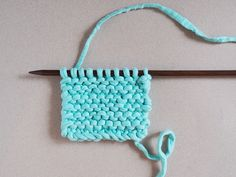 Tawashi, the DIY of the sponge zero waste knit! Loom Knitting Patterns, Knitting Projects, Diy Sponges, Patchwork Cushion, Knit Baby Booties, Learn How To Knit, Patchwork Designs, Zero Waste, Baby Knitting