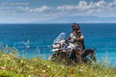A luta pelo título de melhor moto de aventura está cada vez mais renhida. A Triumph desfere agora um violento golpe na concorrência com esta sua nova moto.