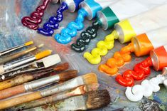 Art supplies are often available in animal product-free options. Image © Dmitry Pichugin/Fotalia.
