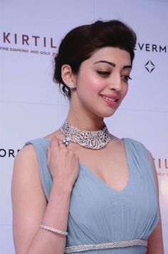 South Indian actress Pranitha Subhash best picture and wallpaper gallery. Best hd image of actress Pranitha Subhash. Most Beautiful Hollywood Actress, Most Beautiful Indian Actress, Beauty Full Girl, Cute Beauty, Bollywood Actress Hot Photos, Celebrity Jewelry, Celebrity Beauty, Stylish Girls Photos, Girls World