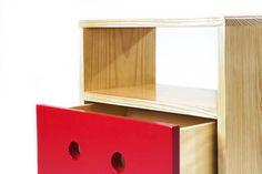 Folito, buró en madera de pino y laca de color. Diseño por Verónica Anastacio para abedul diseño industrial. www.abeduldi.com