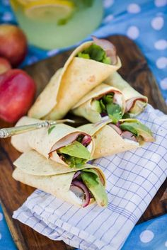Wraps med avokado, marinerad rödlök med färskost och rökt skinka - Mitt Kök