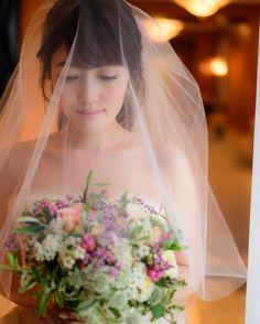 次回、花嫁会は2/11開催が濃厚です * 2月は、まだあまり日があいていないこともあり、先日の花嫁会調整時にご都合が合わなかった方も含め、少人数でもしっぽりやれればと思っております☺️ その他2/12.19.26も候補日で今週中に確定できればと思っています❤️️ 参加をご検討してくださる方はお気軽にDMいただけますと幸いです☺️ * 【akane1008 weddingレポ⑤】 ヴェールを使って、ブーケと撮っていただきました。 ナチュラルで、お花畑から摘んできたようなこのブーケ。 ご提案いただくまで想定していなかったトーンでしたが、本当にお気に入りです✨ * #花嫁会#花#新娘#ウェディング#ウェディングドレス#ウエディング#ドレス#写真好きな人と繋がりたい#ヴェラウォン#夫婦#フォトウェディング#ブライダル#前撮り#結婚準備#新娘化妝#リッツカールトン#ritzcarlton#weddingtbt#結婚式#披露宴#パーティー#プレ花嫁#花嫁#カメラ女子#2016秋婚#ウエディングドレス#卒花嫁#卒花#ウェディングフォト#日本中のプレ花嫁さんと繋がりたい