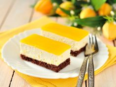 Balaton rezy - Mňamky-Recepty.sk Jelly Cheesecake, Lemon Cheesecake Bars, Jelly Slice, Law Carb, Delicious Desserts, Dessert Recipes, Dessert Original, Dessert Aux Fruits, Chocolate Biscuits