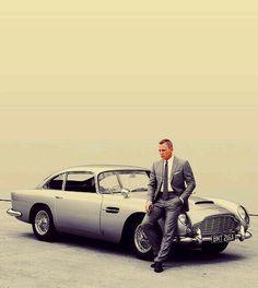 "Daniel Craig as James Bond with his Aston Martin in ""Skyfall"", 2012 ( belle voiture et beau mec) Aston Martin Db5, Estilo James Bond, Film Cars, Movie Cars, Celebrity Cars, Daniel Craig, Craig James, Craig 007, Classic Hollywood"