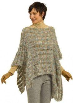 Lavori a maglia: Poncho - hobby creativi. Hand Knitting Yarn, Poncho Knitting Patterns, Shawl Patterns, Knitted Poncho, Knitted Shawls, Knitting Stitches, Crochet Capas, Crochet Shawls And Wraps, Knit Or Crochet
