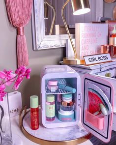 Fantastic beauty care detail are offered on our web pages. Take a look and you wont be sorry you did. Schul Survival Kits, Beauty Games, Mini Fridge, Face Skin Care, Beauty Room, Diy Beauty, Homemade Beauty, Beauty Makeup, Beauty Guide