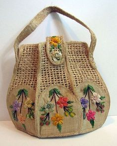 Best DIY Tote Bag - Stacha Styles Wedding Favors Gift Bag Ideas Once brides have determined on t Crochet Handbags, Crochet Purses, Diy Tote Bag, Reusable Tote Bags, Potli Bags, Embroidery Bags, Straw Handbags, Art Bag, Jute Bags
