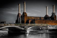 Picture of the Battersea Power Station - a decommissioned coal-fired power station located on the south bank of the River Thames, in Battersea, South London. Battersea Power Station, Dark Princess, Kensington And Chelsea, London Photographer, Interesting Buildings, Brick Building, River Thames, Brutalist, Art And Architecture