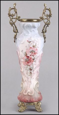 WAVECREST FROSTED GLASS VASE. : Lot 1242115