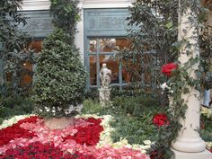 Pictures taken from my vacation in the summer of 2000 at the Bellagio.  Most pictures are of the conservatory.    My apologies for the people.  It is almost impossible to get a shot in the conservatory without anyone in the shot.