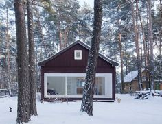 Newly built Waldhaus (weekend house) in the middle of the Brandenburg Forest in Leipzig. Perfectly proportioned, exquisitely detailed, and thoughtfully executed. Cottage In The Woods, Cabins In The Woods, White Trim, Ideas De Cabina, Forest House, Forest Cottage, Forest Cabin, Weekend House, Winter Cabin