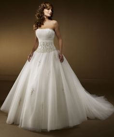 For a woman who wants to have a royal wedding look, choosing princess wedding dresses is the right decision. A princess wedding dress will make you look like a real princess. This style of bridal d… Wedding Dress Finder, Sell Wedding Dress, Wedding Dress Organza, Wedding Dress Train, Perfect Wedding Dress, Tulle Wedding, White Wedding Dresses, Bridal Dresses, Wedding Gowns