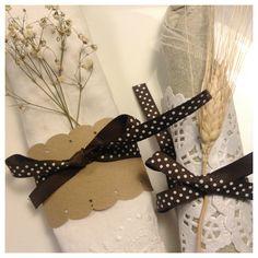 napkin rings: two ideas (http://ytanflamenca.blogspot.com.es/2013/01/servilleteros-dos-ideas-napkin-rings.html)