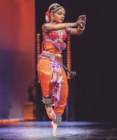 #beautiful#nrityakala#classical#dance#classicalform#indianclassical #indianclassicdanceform #graceful Indian Classical Dance, Vintage India, Dance Poses, Silhouette Art, Wonder Woman, Cartoon Faces, Asian, Superhero, Dancers
