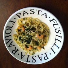 Spaghetti con espinacas y camarones