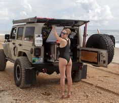 Hardcore #dirtyjeepgirl @gobi_recon 🔥 👉 Follow us @dirty.jeep 💋 #jeepgirl #jeepgirls #obx #outerbanks