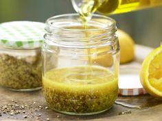 Der fruchtig-intensive Zitrusgeschmack dieser Vinaigrette passt perfekt zu Blattsalat! Leichte Vinaigrette - (Grundrezept) - smarter - Kalorien: 52 Kcal - Zeit: 10 Min. | eatsmarter.de