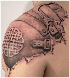 tatuaje realista como si saliese de la piel, armadura celtica
