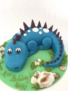 Simple Dinosaur Cake - Sweet Serenity - Her Crochet Dragon Birthday Cakes, Dinosaur Birthday Cakes, Dinosaur Party, Boy Birthday, Dinosaur Dinosaur, Dragons Cake, Dinosaur Cake Tutorial, Bolo Laura, Dino Cake