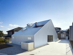 Cloudy House by Takao Shiotsuka  #architecture #building #house #home #residence #modern