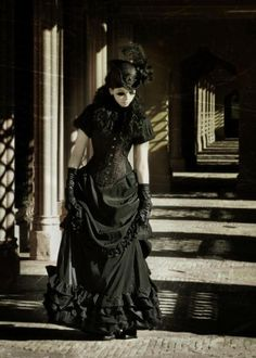 Gown by Victorian Gothic , Photo Mademoiselle Chatte Gothic Steampunk, Victorian Gothic, Victorian Fashion, Gothic Fashion, Victorian Dresses, Steampunk Clothing, Gothic Art, Dark Beauty, Gothic Beauty