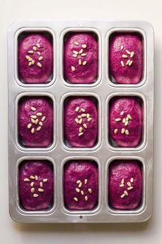 Beet, basil, and olive oil mini bread loaves Beet Recipes, Cooking Recipes, Healthy Recipes, Smoothie Recipes, Healthy Snacks, Recipies, Mini Bread Loaves, Olive Oil Bread, Plat Vegan