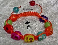 """Für Halloween und andere Gelegenheiten:  Hochwertig geknüpftes """"Shamballa"""" - Armband von """"LuLiZi"""" in orange.  Mit 9 Totenköpfchen in grün-gelb-rot-bla"""