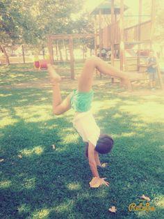 ~Handstand at the park! ~Verticale al parco!~