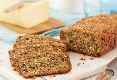 Bag et lækkert brød helt uden mel med masser af lækre nødder og kerner. Hvis brødet opbevares i køleskabet, har det en lang holdbarhed