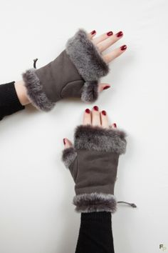 Return Sheep Mittens www. Sewing Accessories, Leather Accessories, Sewing Studio, Clothes Crafts, Fur Fashion, Leather Gloves, Fur Collars, Mitten Gloves, Leather Craft