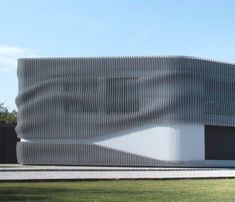 Undulating facade