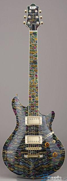 Une nouvelle ESP Custom Potbelly-QM Mosaic. Retrouvez des cours de #guitare d'un nouveau genre sur MyMusicTeacher.fr