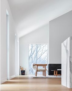 Alta Chalet is a minimalist architecture project located in Collingwood, Canada, designed by AKB. Successfully integrating into its context, the project responds deferentially to the scale of the. Minimalist Architecture, Minimalist Interior, Minimalist Home, Interior Architecture, Classical Architecture, Ancient Architecture, Sustainable Architecture, Minimalist Bedroom, Landscape Architecture