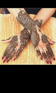 Can't get over the beauty of bridal Mehndi Designs for full hands? This full hand mehndi design with a mix of Indian and Arabic mehndi images is perfect for you! Get Amazing Collection of Full Hand Mehndi Design Ideas here. Henna Tattoo Designs, Wedding Henna Designs, Latest Arabic Mehndi Designs, Engagement Mehndi Designs, Indian Mehndi Designs, Full Hand Mehndi Designs, Stylish Mehndi Designs, Mehndi Designs For Girls, Mehndi Design Photos