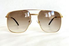 Hilton 24K Gold Plated Class 010 Sunglasses – New – Made in Italy – Including Hilton Case // free shipping, link in bio // #frenchpartofsweden #vintagesunglasses Cartier, Burberry, Vintage Sunglasses, Hip Hop, Plating, Gold, Free Shipping, Elegant, Link