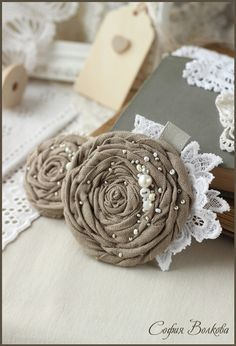 66 trendy sewing to sell ideas inspiration Cloth Flowers, Burlap Flowers, Lace Flowers, Rolled Fabric Flowers, Pretty Flowers, Burlap Crafts, Fabric Crafts, Diy Crafts, Fleurs Style Shabby Chic