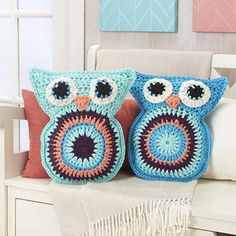 [Free Pattern] Super Cozy And Adorable Owl Pillow Pals - http://www.dailycrochet.com/free-pattern-super-cozy-and-adorable-owl-pillow-pals/