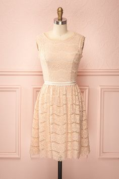 Vanille Blush ♥ Le charme de cette robe se trouve dans sa dentelle rosée,  son dos ouvert et sa ceinture unique.  The charm of this dress can be found in its blush  lace, open-back and unique belt.