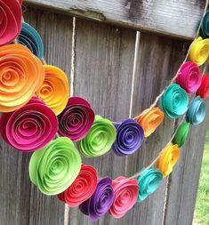 Paper Flower Garland. Colorful paper flower garland, neon paper flowers #decoracionfiestas