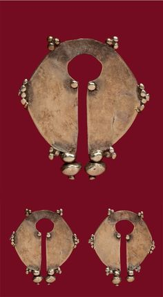 Indonesia ~ Island of Flores ~ Ngada | Pair of earrings ~ Bela ~ gold | Early 20th century ||| {GPA}