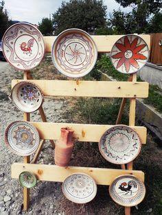 Horezu- Capital of Traditional Romanian Pottery (Part I) - CityoftheWeek Folk Art Flowers, Flower Art, Romania Tourism, Visit Romania, Kitchen Images, Ceramic Pots, Pottery Painting, Tribal Art, Textile Patterns