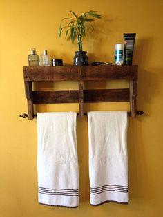 Pallet And Horseshoe Bathroom Towel Rack Pallet . 15 Cool DIY Towel Holder Ideas For Your Bathroom. Creative DIY Towel Rack Ideas For Your Boring Bathroom . Pallet Furniture Easy, Furniture Plans, Wood Furniture, Bathroom Furniture, Pallet Shelves, Wooden Shelves, Recycled Pallets, Wood Pallets, Pallet Wood
